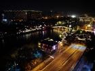 灯光璀璨运河岸